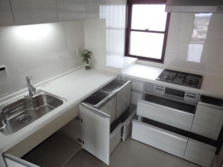●多くの食器が洗えて節水効果もある、ビルトインタイプの食洗機付きです!