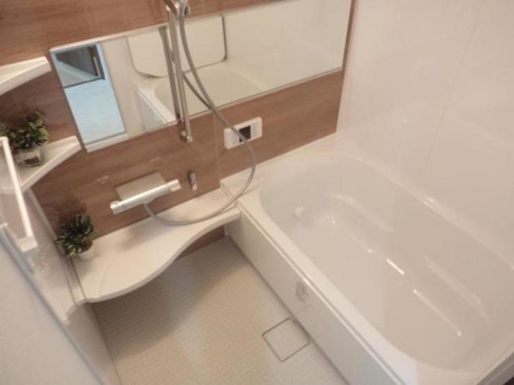 ●ゆったり寛げる浴室。浴室乾燥機付きで夜にお洗濯をする方でもスッキリ乾かせますね!