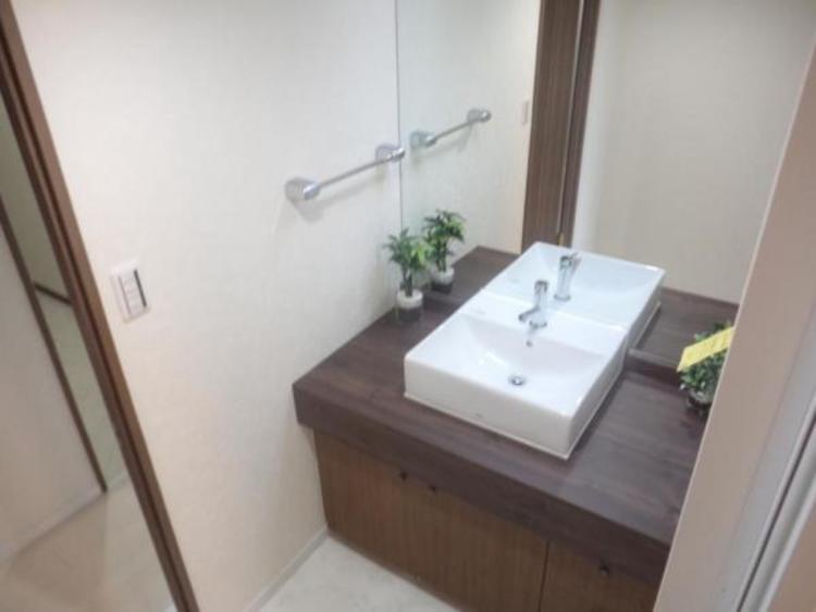 ●ワイドな鏡を備えたラグジュアリーな洗面台です!
