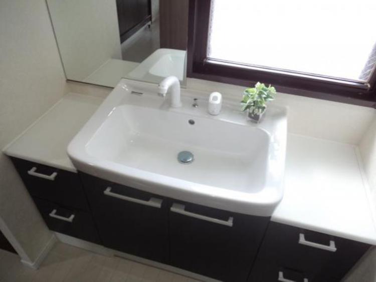 ●洗面スペースが2ヵ所あり朝の身支度もスムーズにできますね!