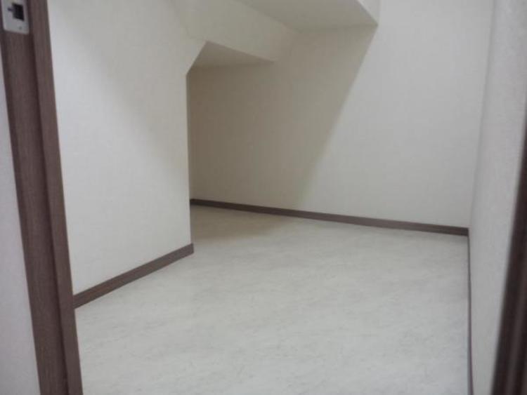 ●階段下の空間も収納に!季節物などもスッキリ片付きます!