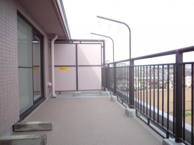 ●奥行きあるバルコニーは窓に洗濯物がつくことなく風通しがいいのもうれしいポイントですね!