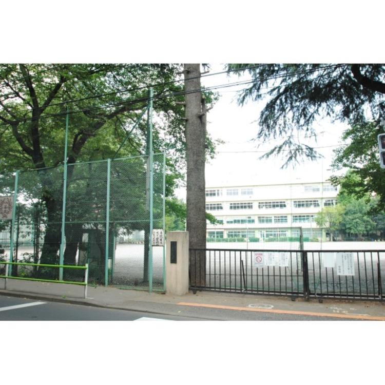第三小学校(約900m)