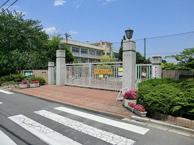 さいたま市立北浦和小学校 約650m