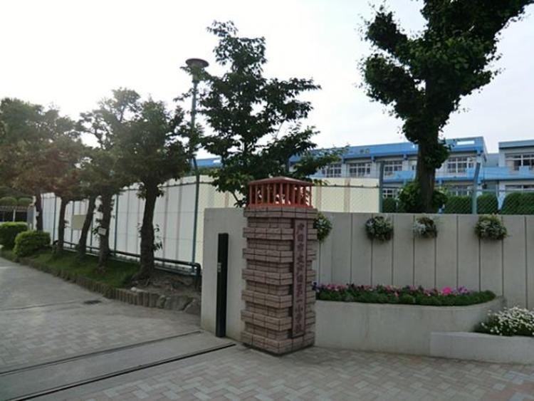 戸田市立戸田第一小学校 570m