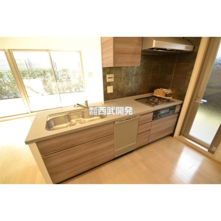 対面式のキッチンはお料理や洗い物を家族と会話しながら出来るので楽しく出来る点が喜ばれています。