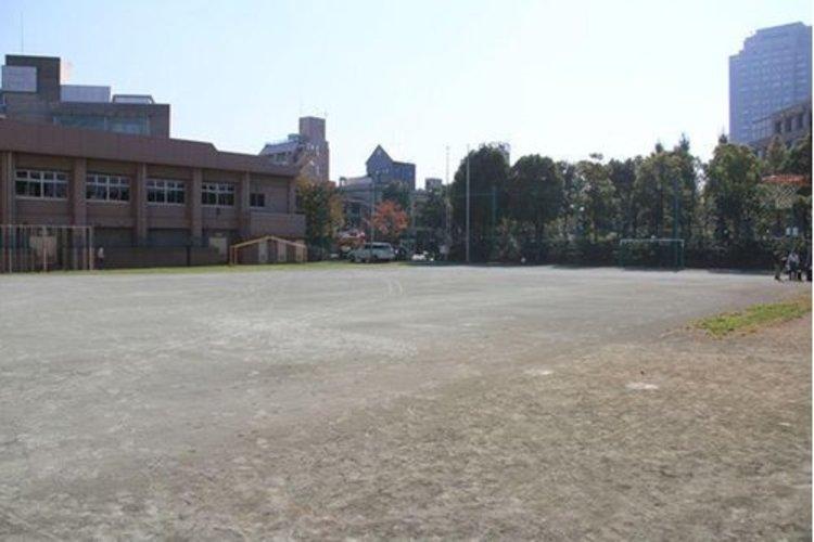 谷区立加計塚小学校  まで800m 加計塚小学校は1919年の大正8年4月1日に開校の歴史ある小学校で、東京都渋谷区恵比寿四丁目に所在します。