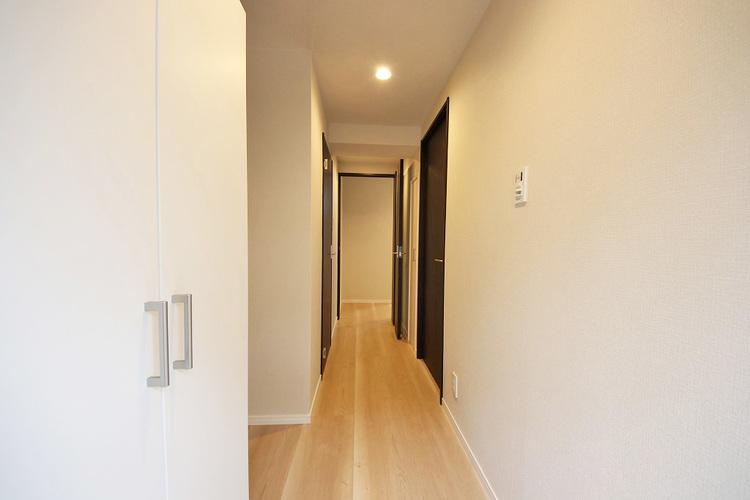 優しい雰囲気の廊下、家族の帰りを暖かく迎えてくれます