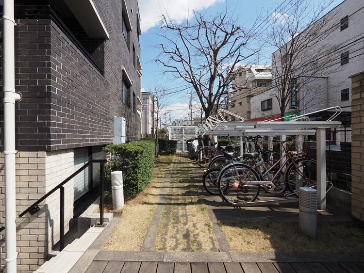 駐輪場も完備しています。桜の季節、井の頭公園までサイクリングもいいですね。
