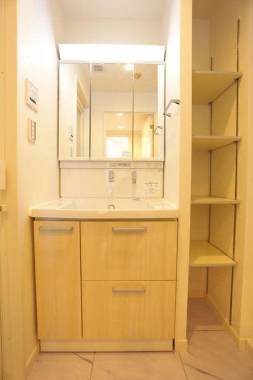「洗面化粧台」収納スペースも充実した洗面化粧台