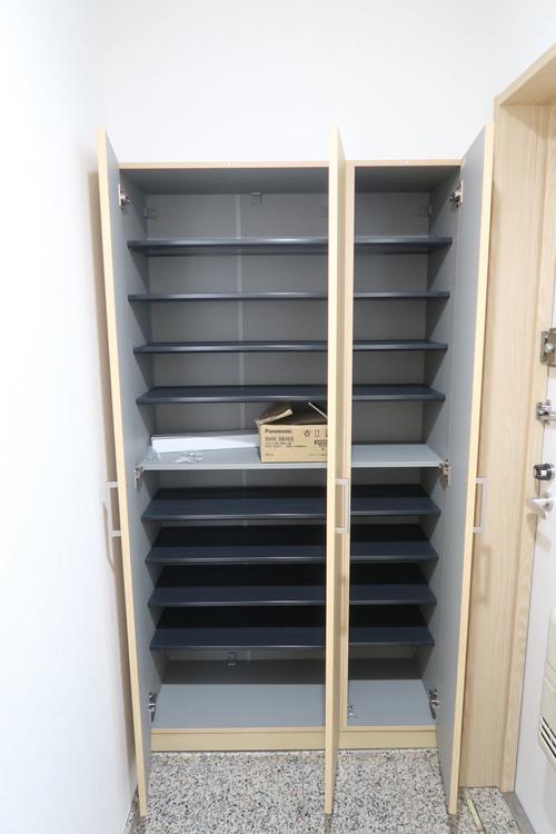 大容量シューズボックス付。ご家族の靴を豊富に収納可能です。