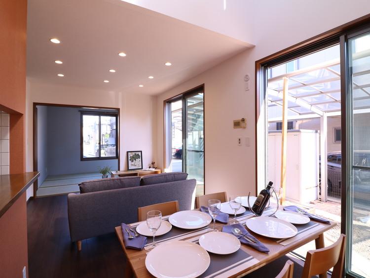 ご家族が揃って食事をして頂けるダイニングスペース。テーブルを囲む素敵な時間をお楽しみ下さい。