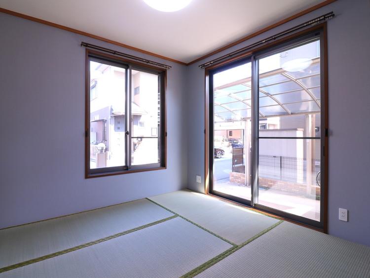 和室で一息。フローリングにはない畳の柔らかさに癒されます。