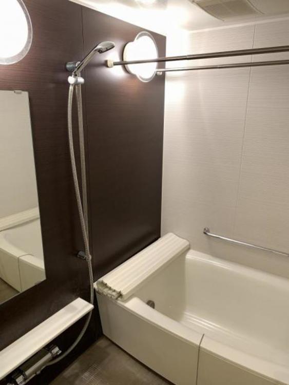 ●足を伸ばしてくつろげる広い浴室。一日の疲れを癒すくつろぎの空間です!