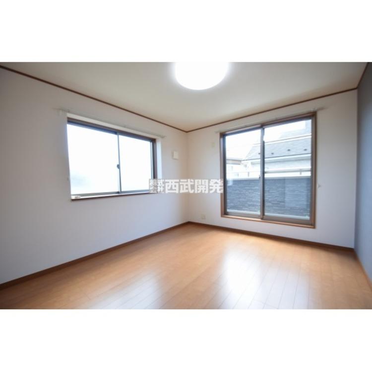 【洋室】全居室南西向きの間取りのため、2階各部屋の陽当りは良好です。