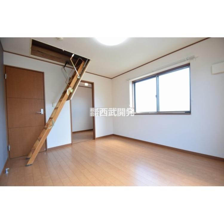 【洋室】南西側に面した洋室は日当り・通風ともに良好です!明るい部屋はそれだけで気分が晴れやかになります。
