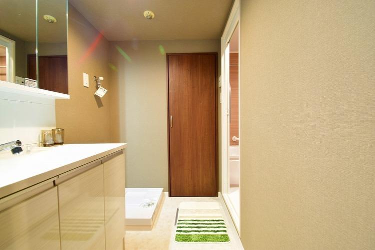 広々とした洗面スペースで朝の身支度を○