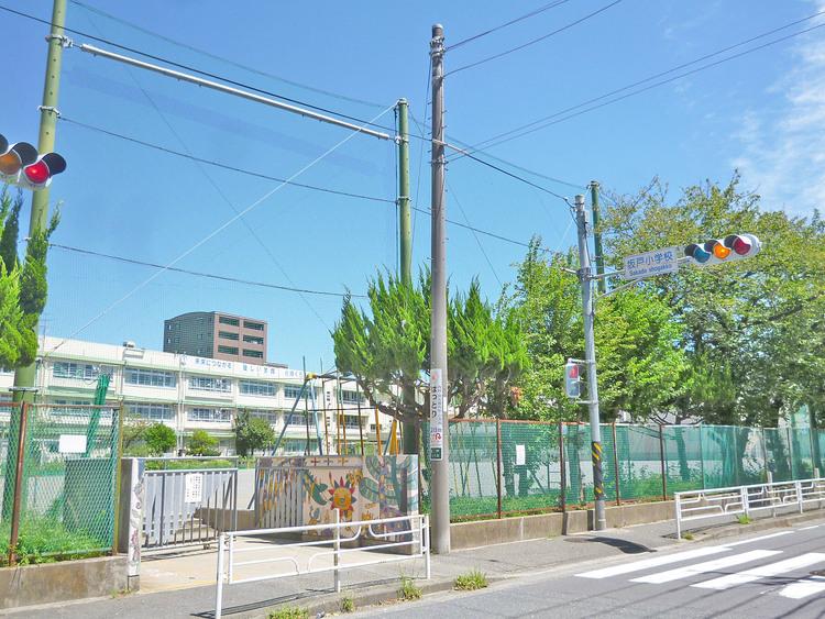 坂戸小学校 距離約490m