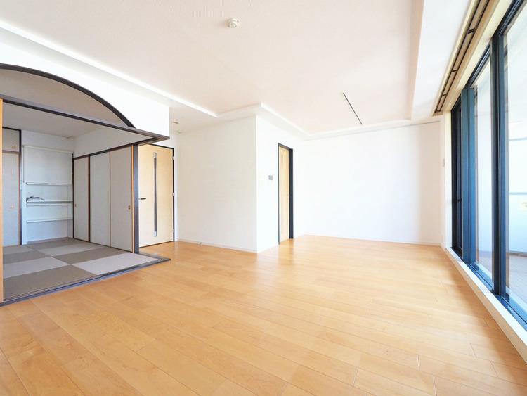 隣の和室を開ければ、よりゆったりとした空間に