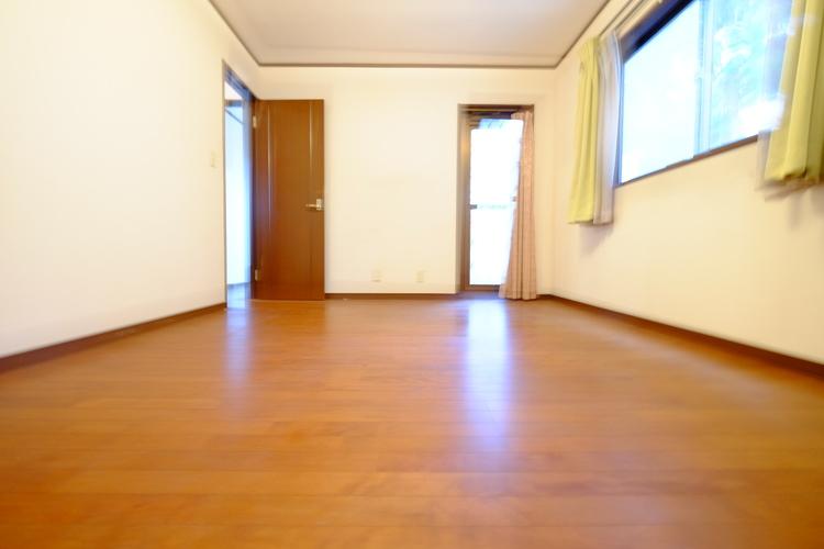 一つ屋根の下にそれぞれの暮らしがある。お部屋ぐらいは自分の価値観で自由にしたい。だからこそ、そのベースはシンプルであるべきだと思う。