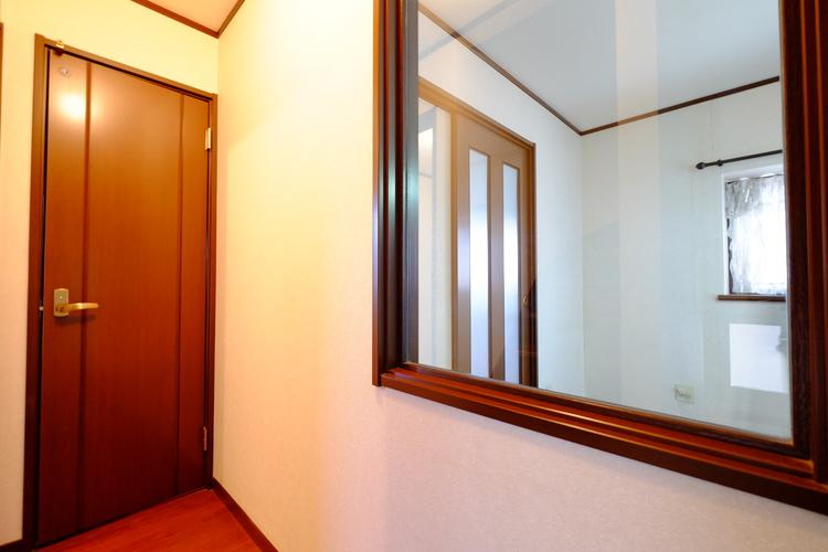 部屋の間取りや広さなどはもちろん、日当たりや騒音、匂いなど行かなければわからないことを確認。