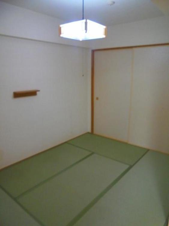 ●ほっと一息つける空間の和室。お子様のお昼寝スペースとしても大活躍しますね!