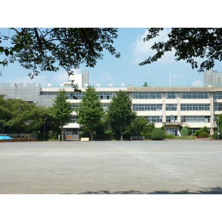 第一中学校(約1610m)