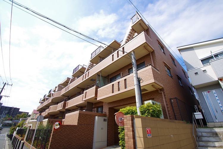 閑静な住宅街。最上階、南向きて陽当・眺望・通風良好のマンション