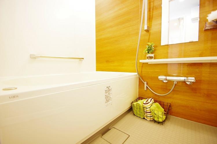 優しい雰囲気のお風呂で、足をのばしてゆったりバスタイム♪