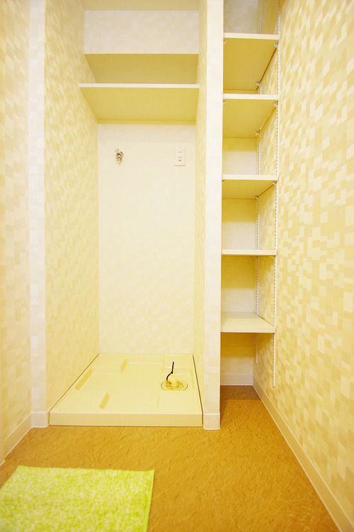 便利な収納棚完備で洗面スペースもスッキリ片付きます