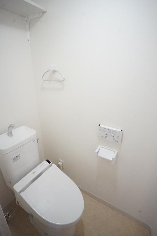 ウォシュレット、温水便座付きのトイレです。