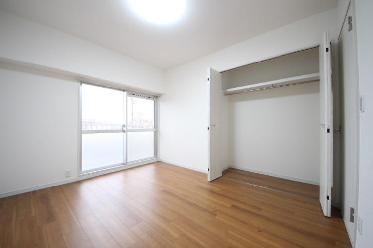 6.3帖の寝室、全室クローゼット完備でお部屋は広々住空間