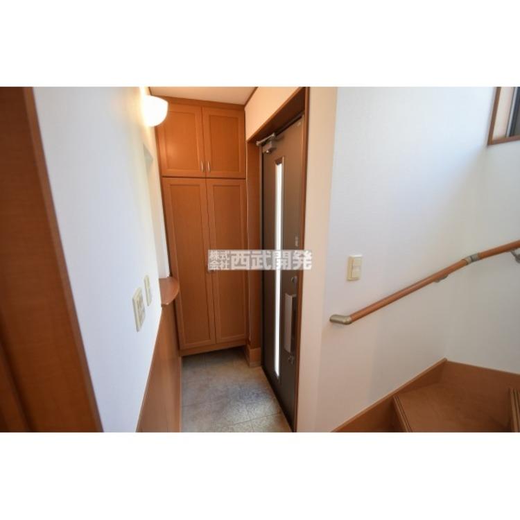 【玄関】玄関扉は安心の2重ロック式!これで防犯対策もバッチリです。