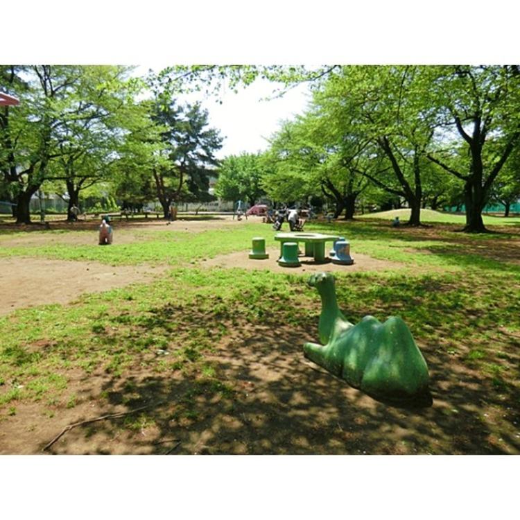 雷塚公園(約500m)