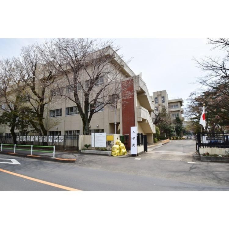 雷塚小学校(約600m)