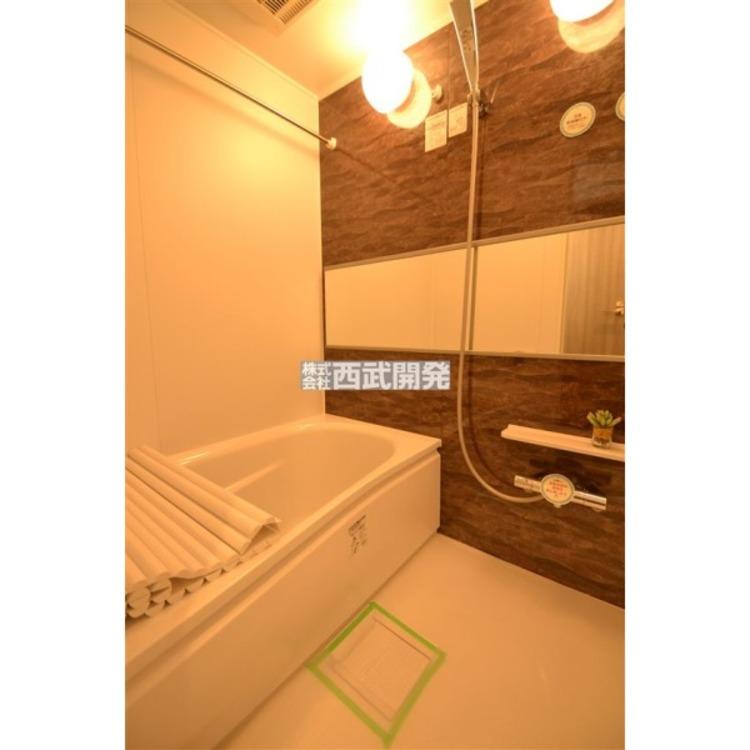 浴室乾燥機には送風機能もあるので暑い夏には送風を使うと快適なバスタイムになります。寒い冬には予め暖房を使うとヒートショックの可能性を下げられます。
