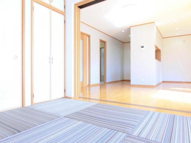 畳もデザインされた琉球風の畳を使用していてモダンな雰囲気です。