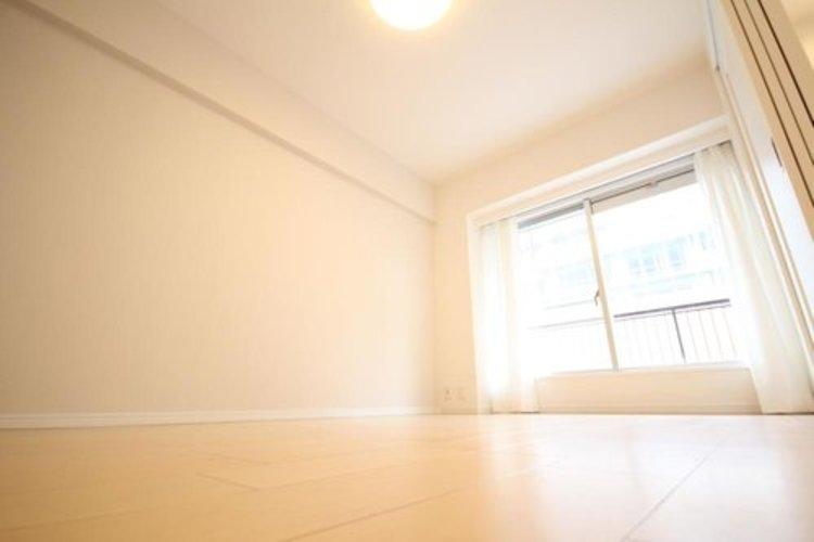 充実した生活は伸びやかな居室空間から始まります。快適に・伸びやかに。心の潤いを求める方々へ。 ≫
