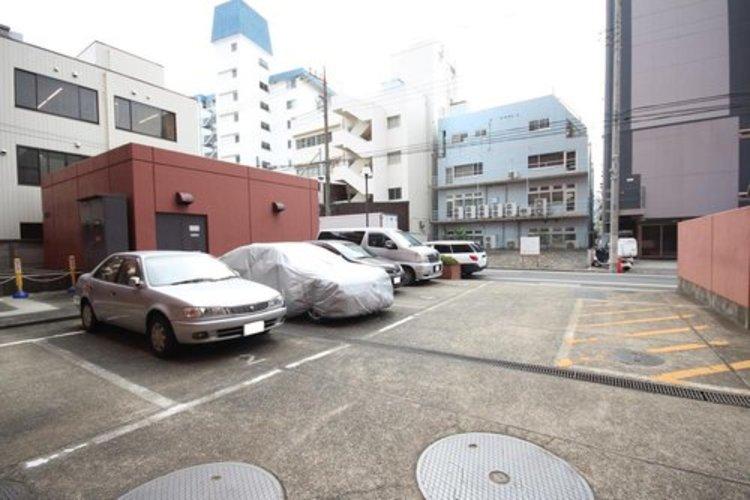 運転が苦手な方でも安心の、広々とした駐車スペース♪ 運転が苦手な方でも安心の、広々とした駐車スペース♪