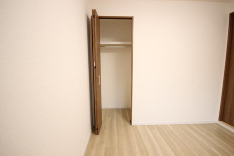 各部屋を最大限に広く使って頂ける様、居住スペースに収納付。プライベートルームはゆったりと快適に。