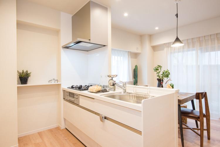 人気のカウンターキッチンとして、LIXIL製システムキッチンを新しく設置しました。