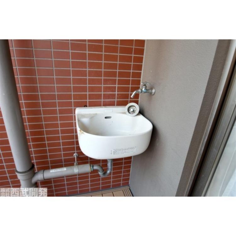バルコニーに設けられた外水栓