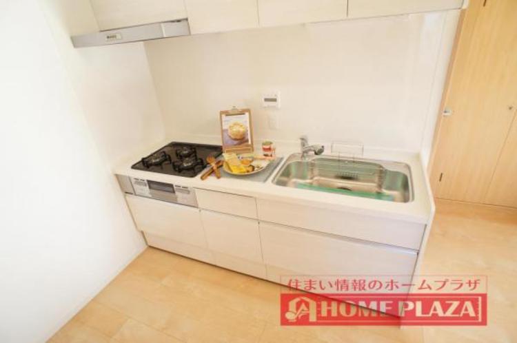 収納豊富で作業台の広いシステムキッチン!御料理の幅も広がりそうです!