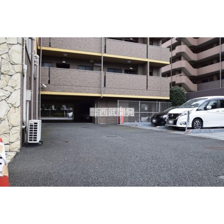 【駐車場】通勤や家族の送迎など、毎日の生活にマイカーが欠かせない方にとって駐車場は大切な条件です。