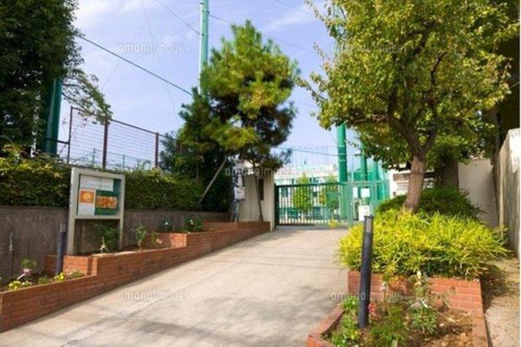 渋谷区立松濤中学校まで480m 来年70周年を迎える伝統ある学校です。様々な分野で時代をリードし社会の変化に応じた教育を展開してまいりました。