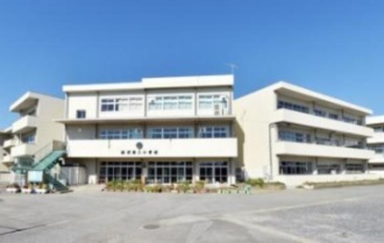 松伏町立松伏第二小学校809m