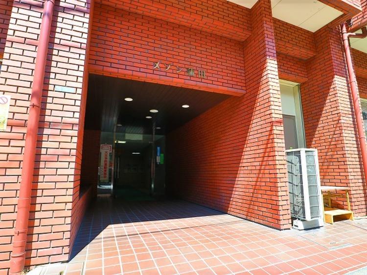 2駅3路線利用可能な好立地に佇むマンション。吹きぬける風を感じながら爽やかで風通しの良い暮らし。利便性&自然環境に恵まれた快適住戸。