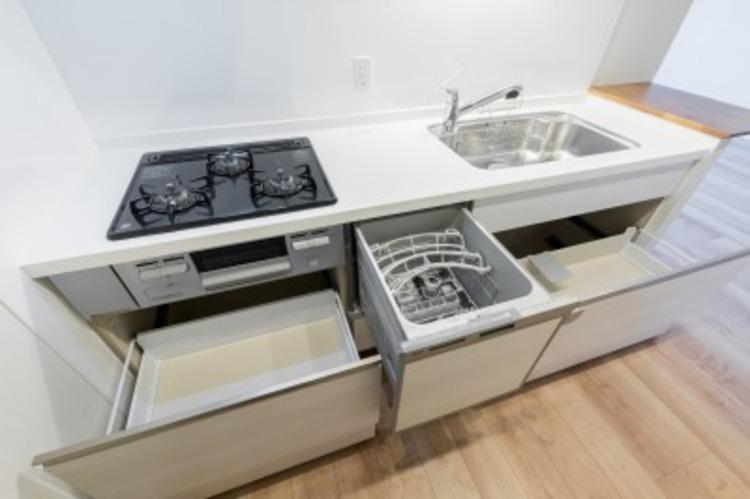 下部まで収納できるキッチンは収納量豊富です。