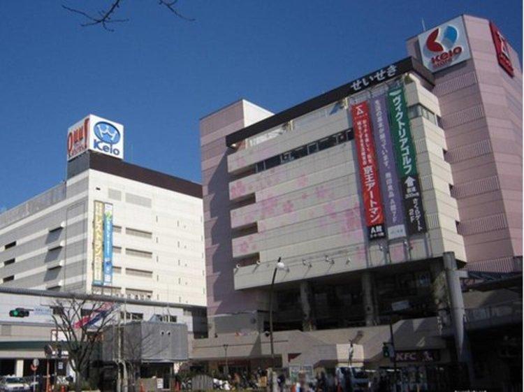 京王聖蹟桜ヶ丘ショッピングセンターまで720m 京王聖蹟桜ヶ丘ショッピングセンターは、京王線「聖蹟桜ヶ丘駅」直結のファッション・コスメ&美容・グルメレストラン&カフェ・デパートなどで構成されているショ