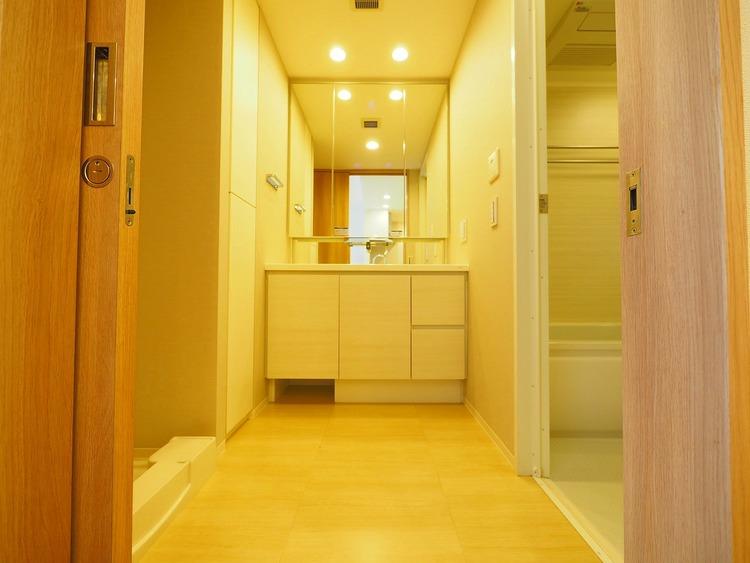 リネン庫・洗面下の収納スペースも充実